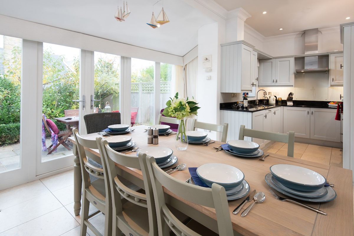 The Mast House  - open plan kitchen and dining room