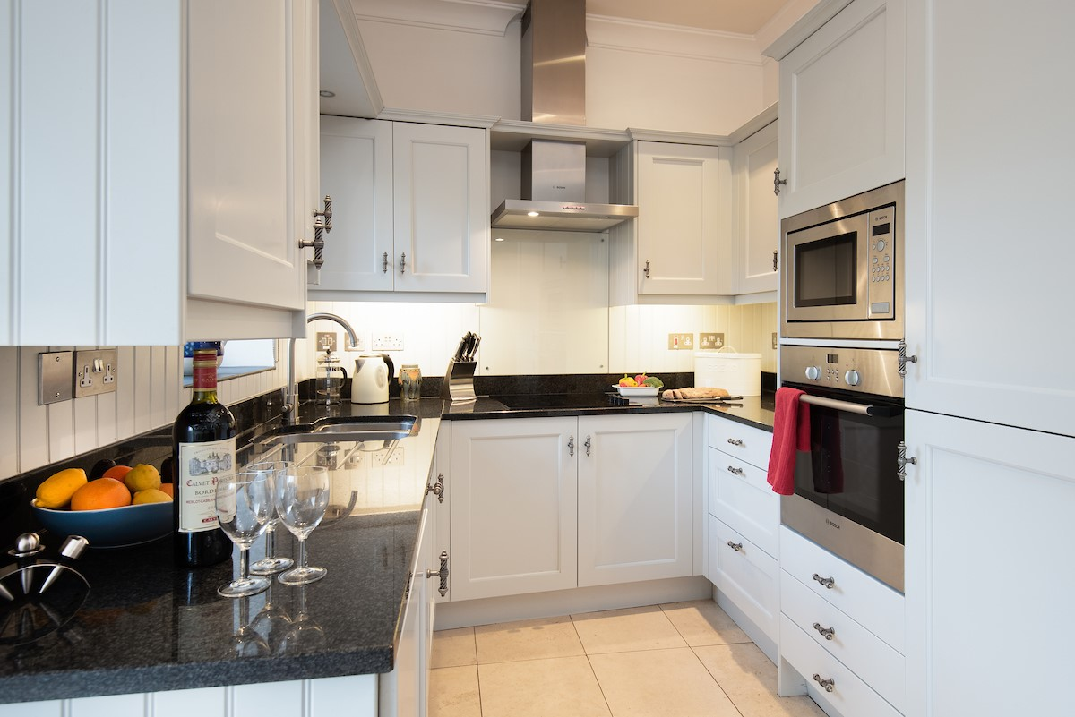 The Mast House - kitchen with granite work surfaces