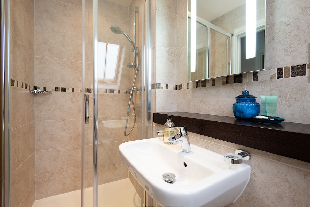 The Mast House - Bathroom with shower which adjoins bedroom four