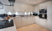 Harebell Cottage - kitchen: oven and hob