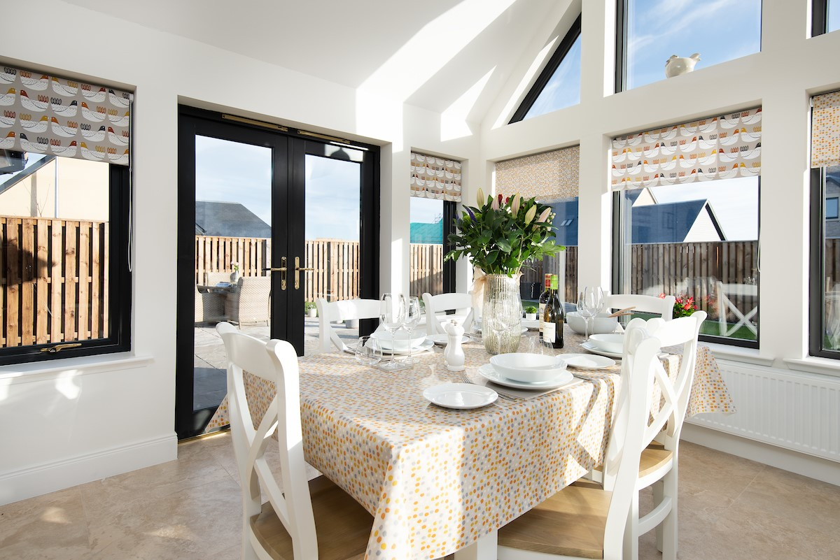 Harebell Cottage - dining table in sun room