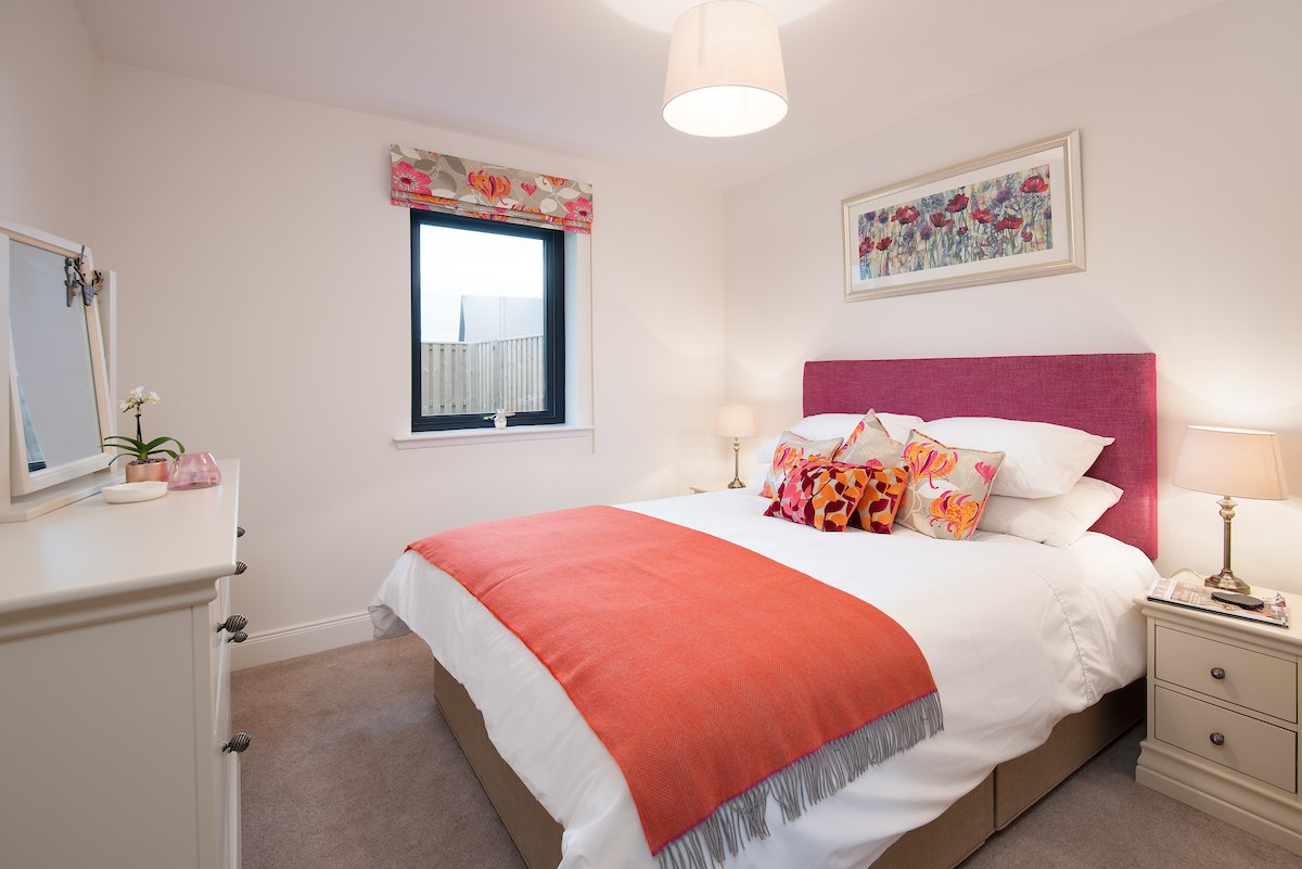 Harebell Cottage - pink double bedroom