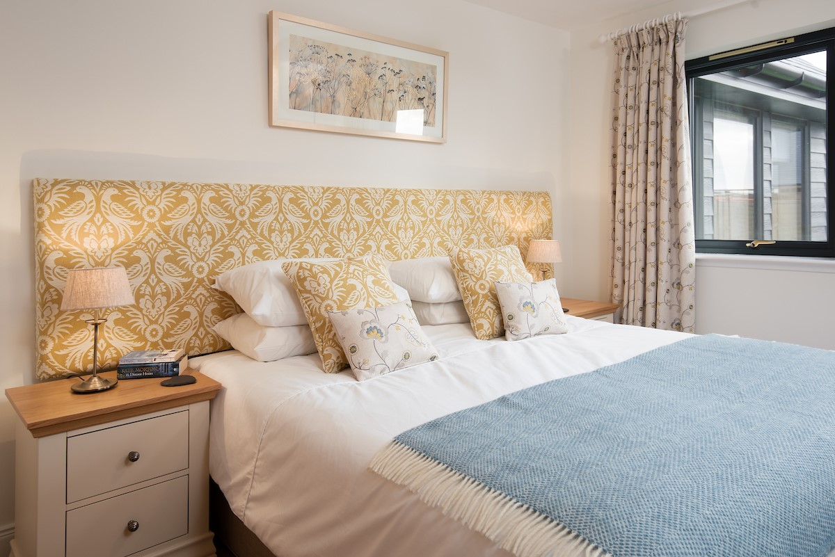 Harebell Cottage - gold double bedroom