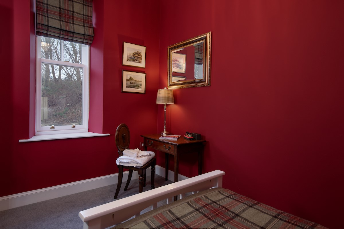South Lodge - bedroom one with dressing table (ground floor)