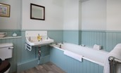Mossfennan House - bathroom