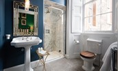 The Earl & Countess - en-suite bathroom with shower