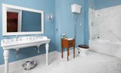 The Earl & Countess - en-suite bathroom with bath and shower over