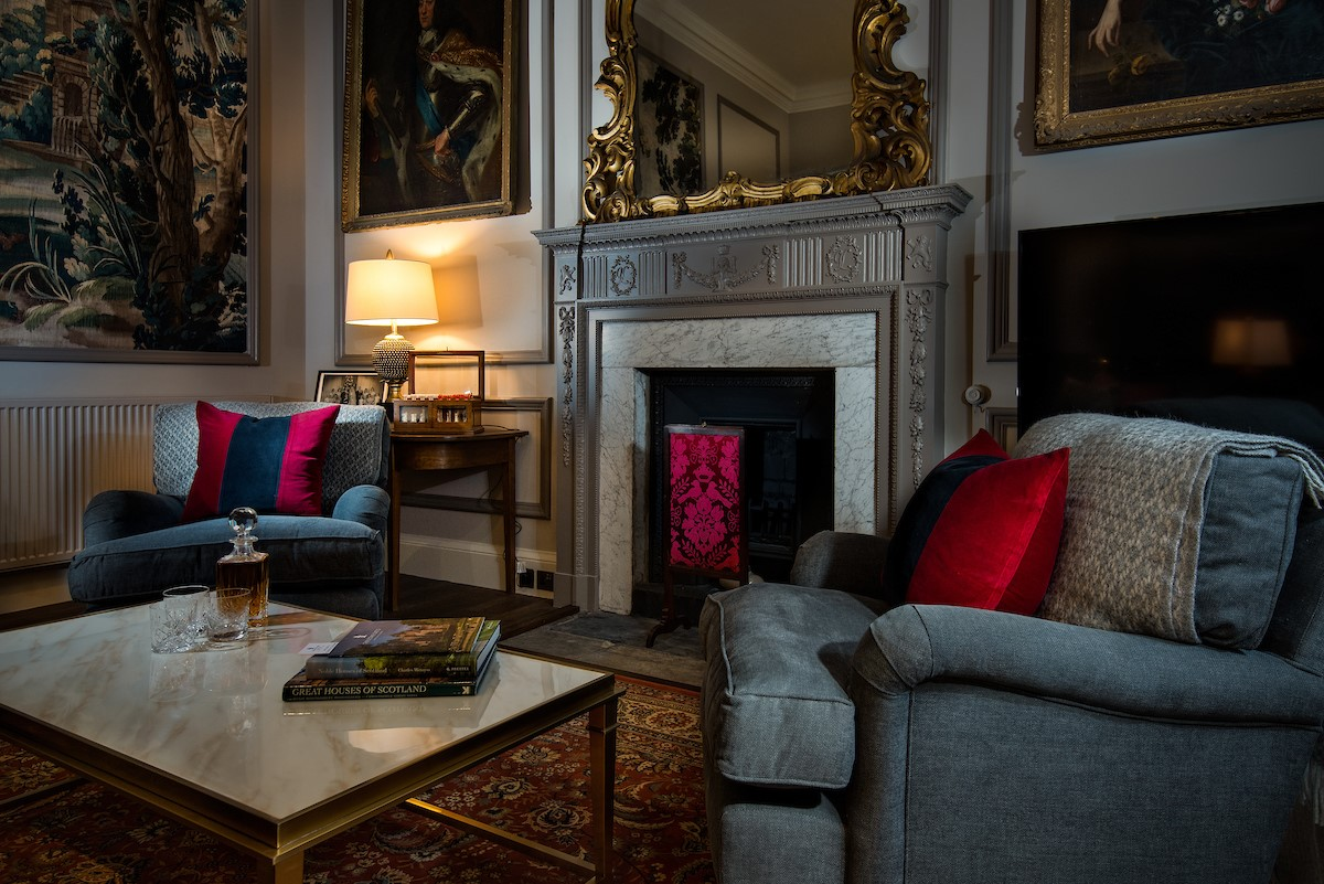 The Earl & Countess - sitting room for atmospheric evenings
