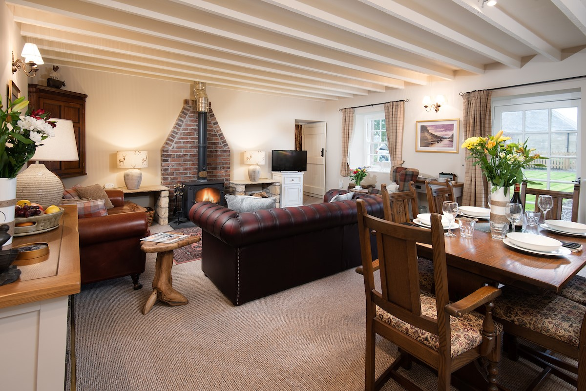 Saddler Cottage - open plan living space from kitchen