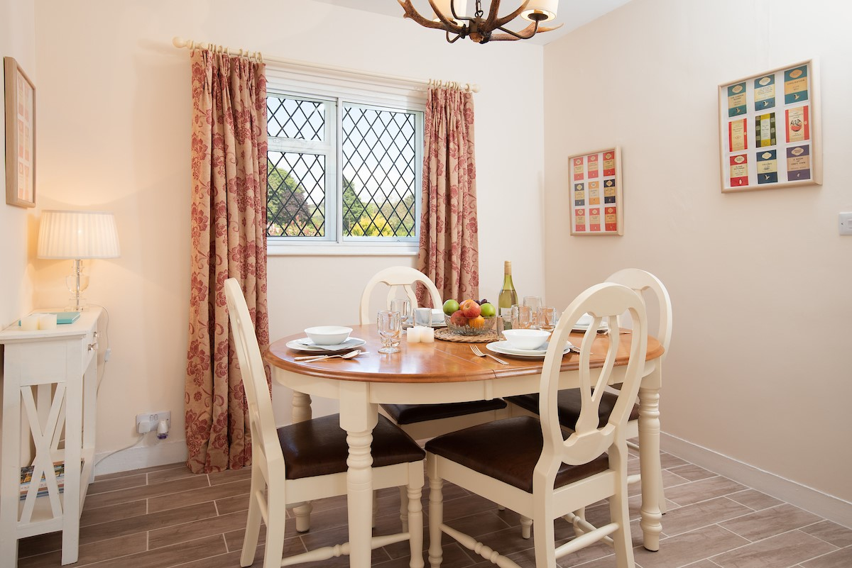 Kilham Cottage - dining room