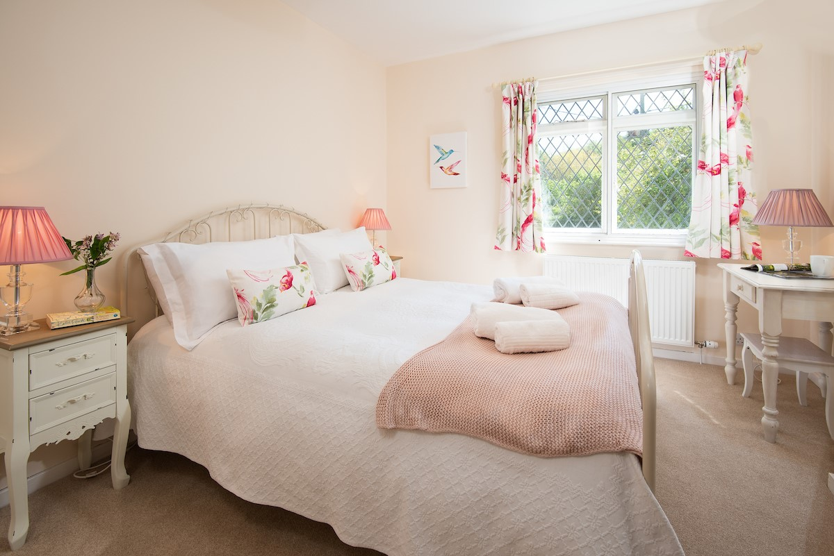 Kilham Cottage - bedroom one
