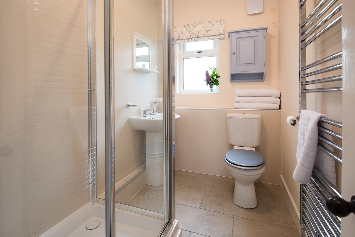 Kilham Cottage - bathroom with heated towel rail and shower