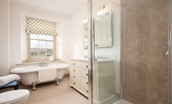 Broadgate House - bedroom three en-suite bathroom