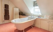 Bramley Cottage - bedroom four en suite bathroom