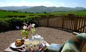 Barley Hill Cottage - garden with view of Cheviots