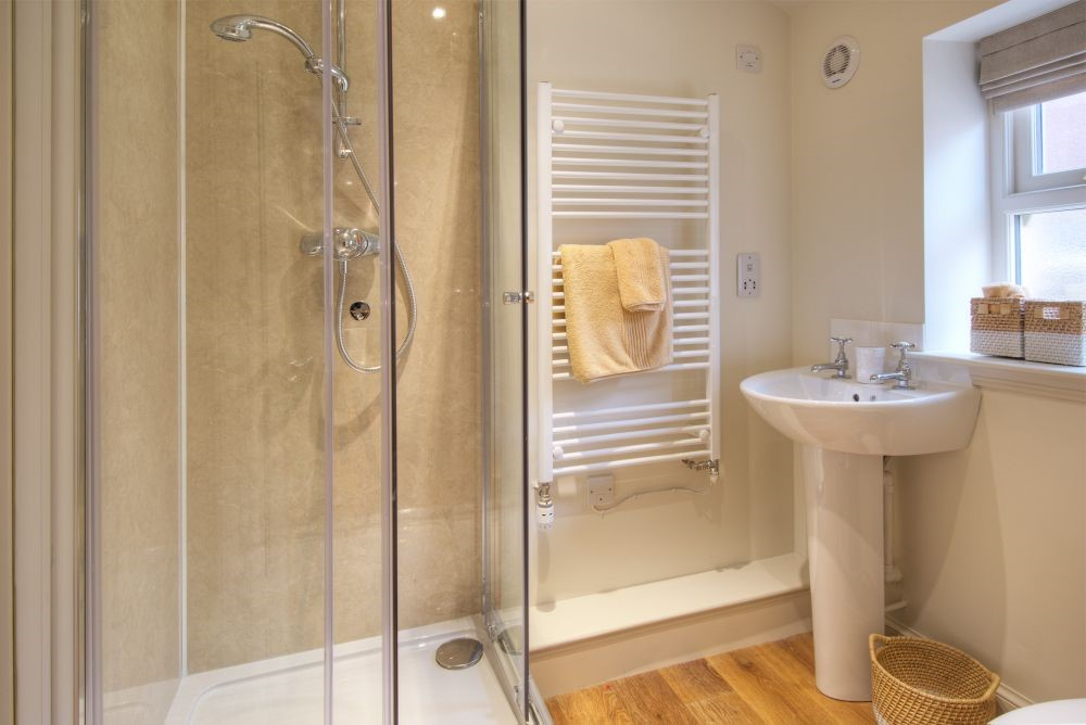 Braeburn Cottage - shower room