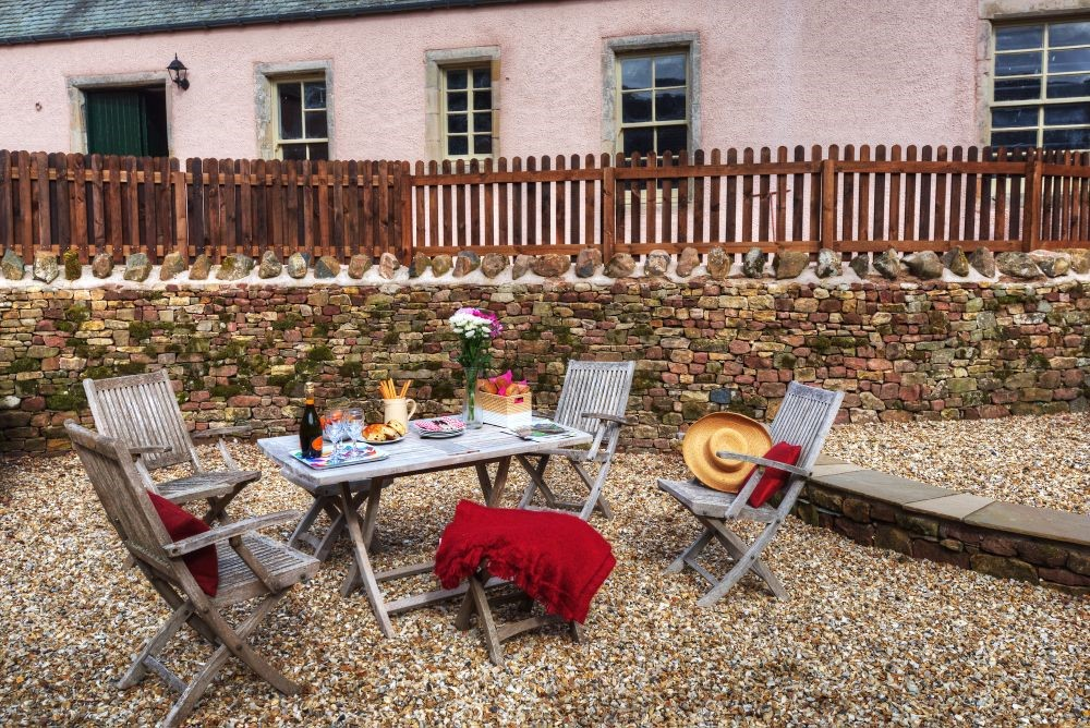 Braeburn Cottage - outside seating area