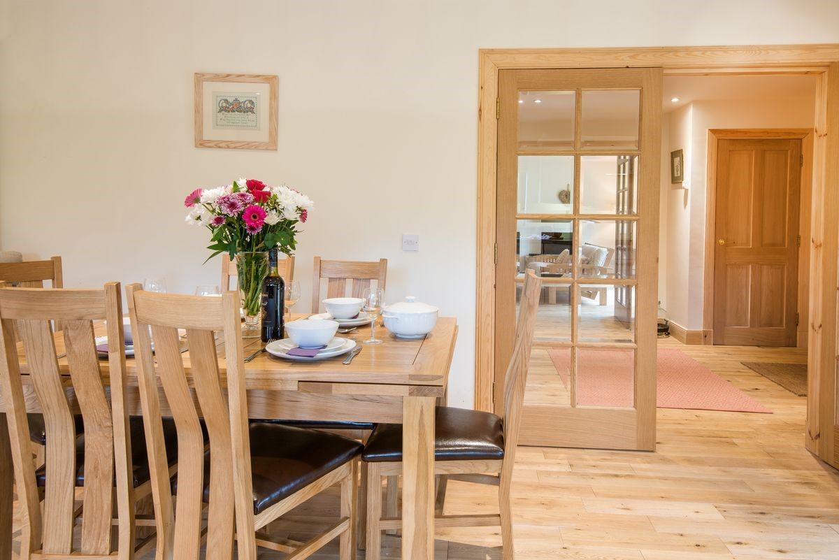Brambles - dining area with door to sitting room