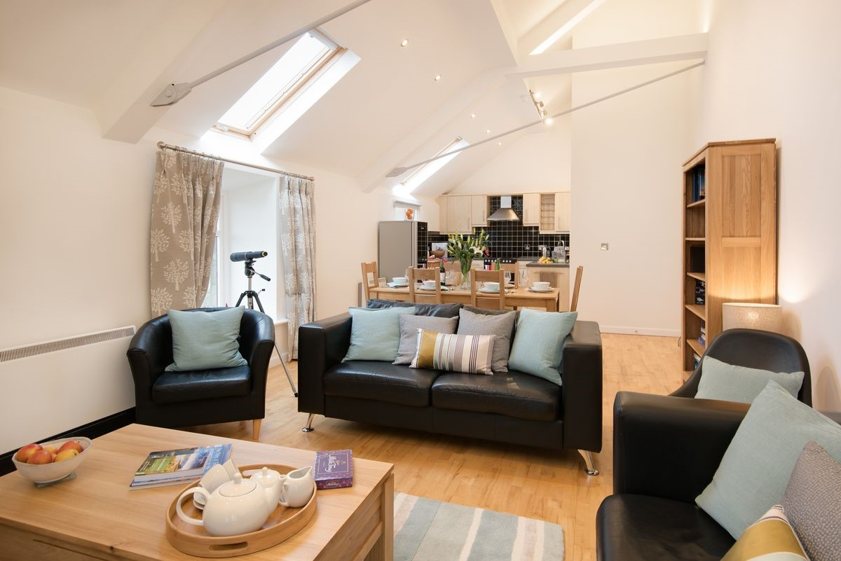 Budle Bay Loft - sitting room with kitchen