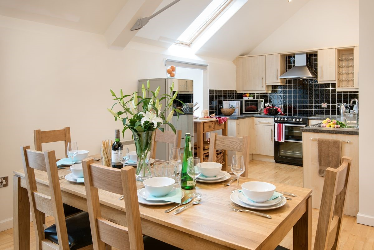 Budle Bay Loft - dining area