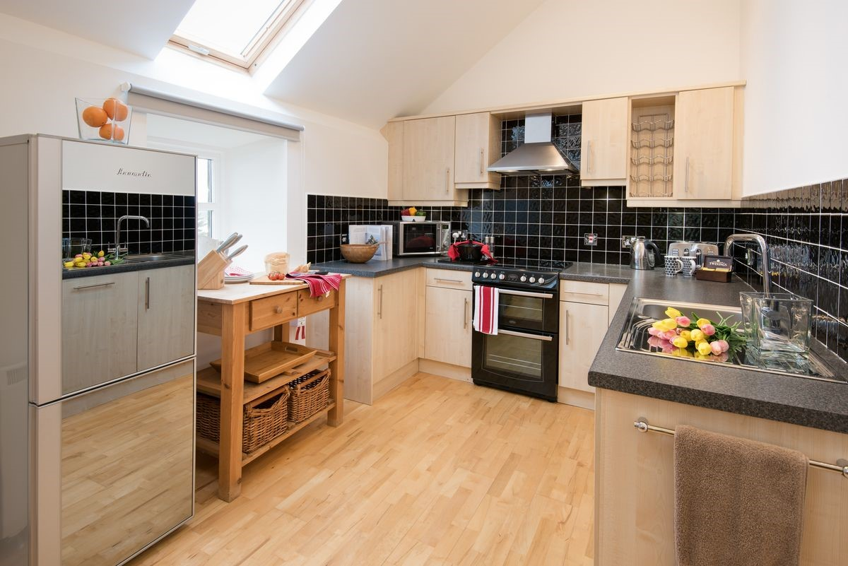 Budle Bay Loft - kitchen