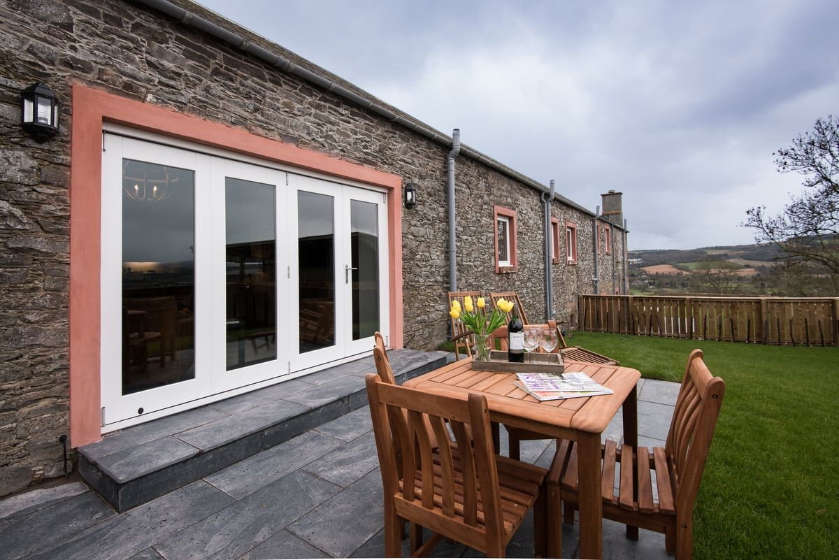 Byre - garden with outside seating area