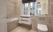 Chaffinch Cottage - family bathroom