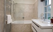 Chaffinch Cottage - family bathroom with bath