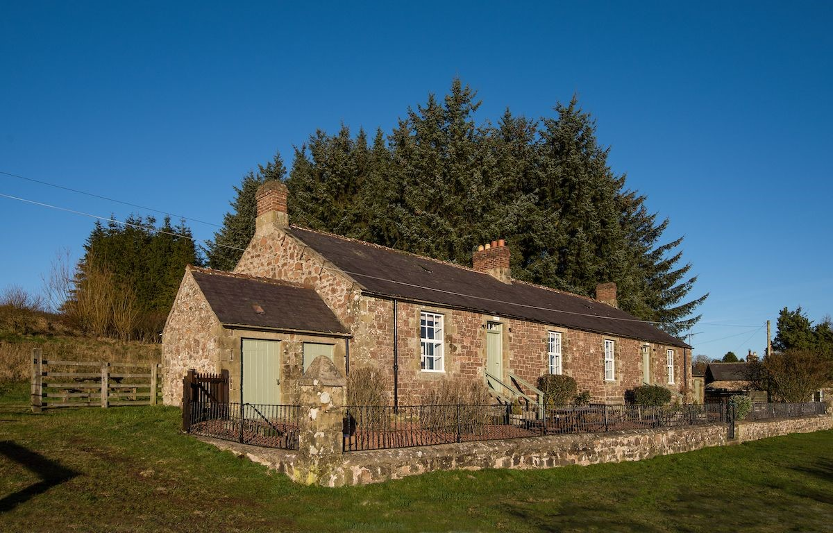 Chaffinch Cottage - front aspect with Dipper Cottage