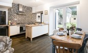 Chestnut Cottage - kitchen with dining area