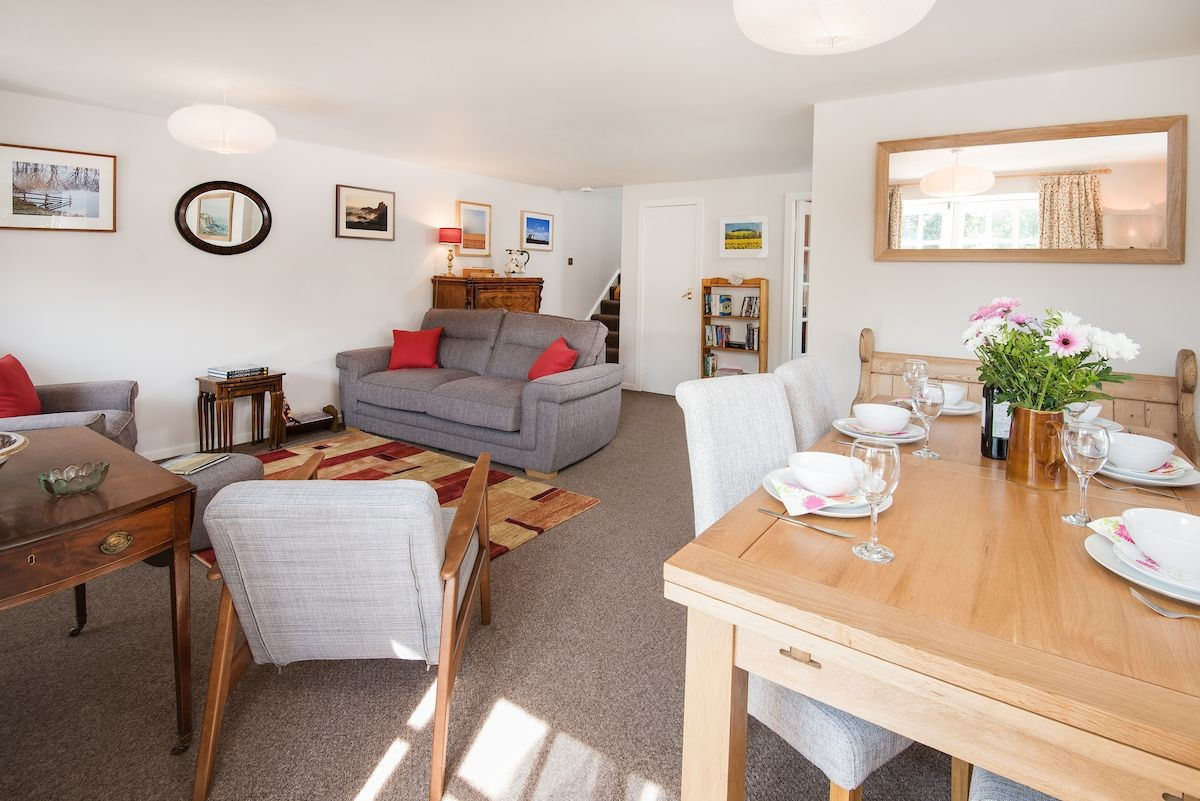 Coldstream Coach House - sitting room with dining area