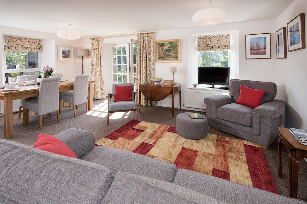 Coldstream Coach House - sitting room & dining area