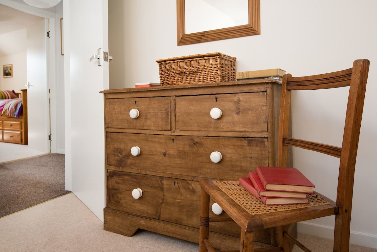 Coldstream Coach House - bedroom one drawers