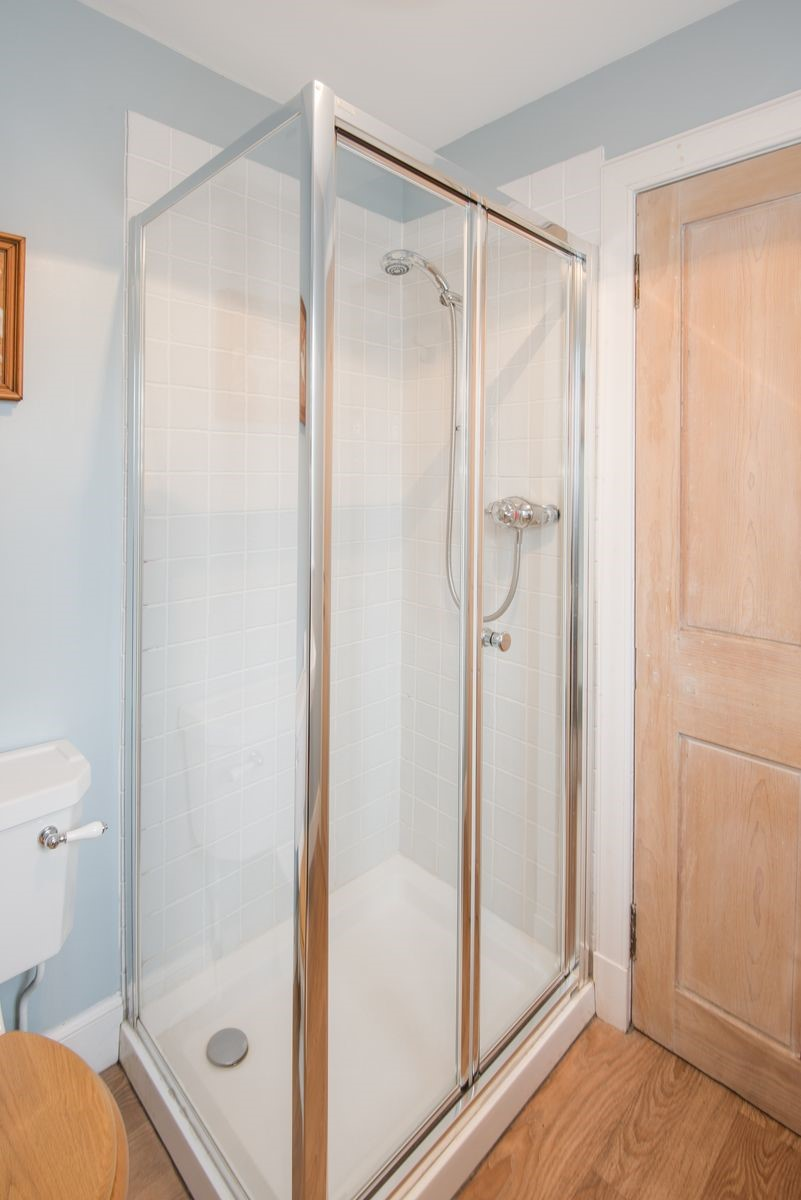 Crailing Cottage - shower room