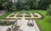 Edenside House - garden areas & seating space