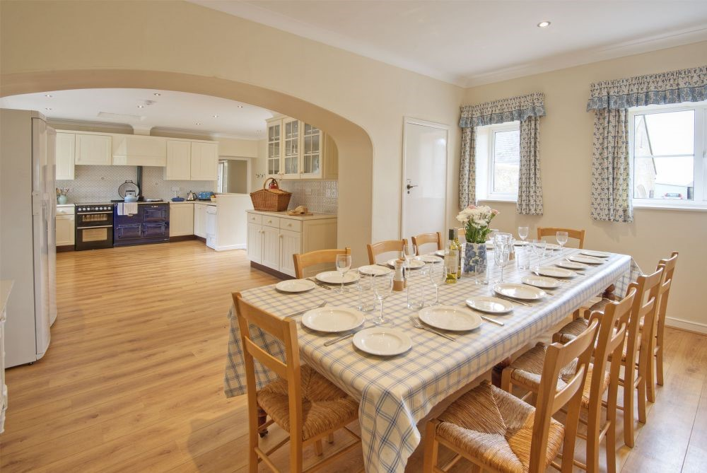 Grey Barns - kitchen & adjoining dining area