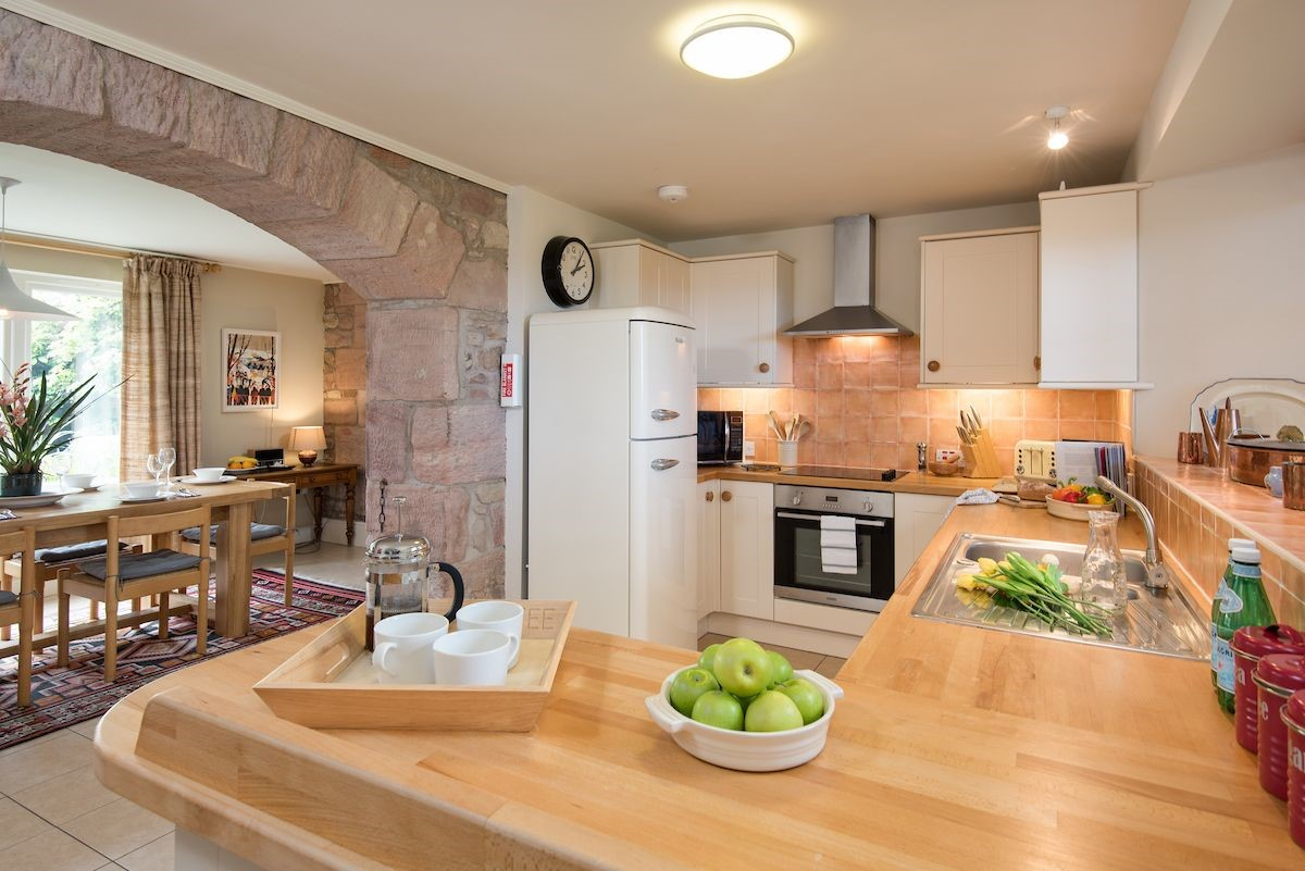 Holy Island Bay Byre - kitchen