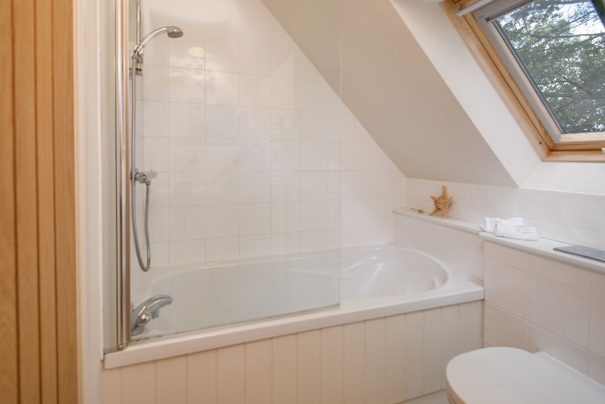 Holy Island Bay Byre - bedroom three en suite bathroom