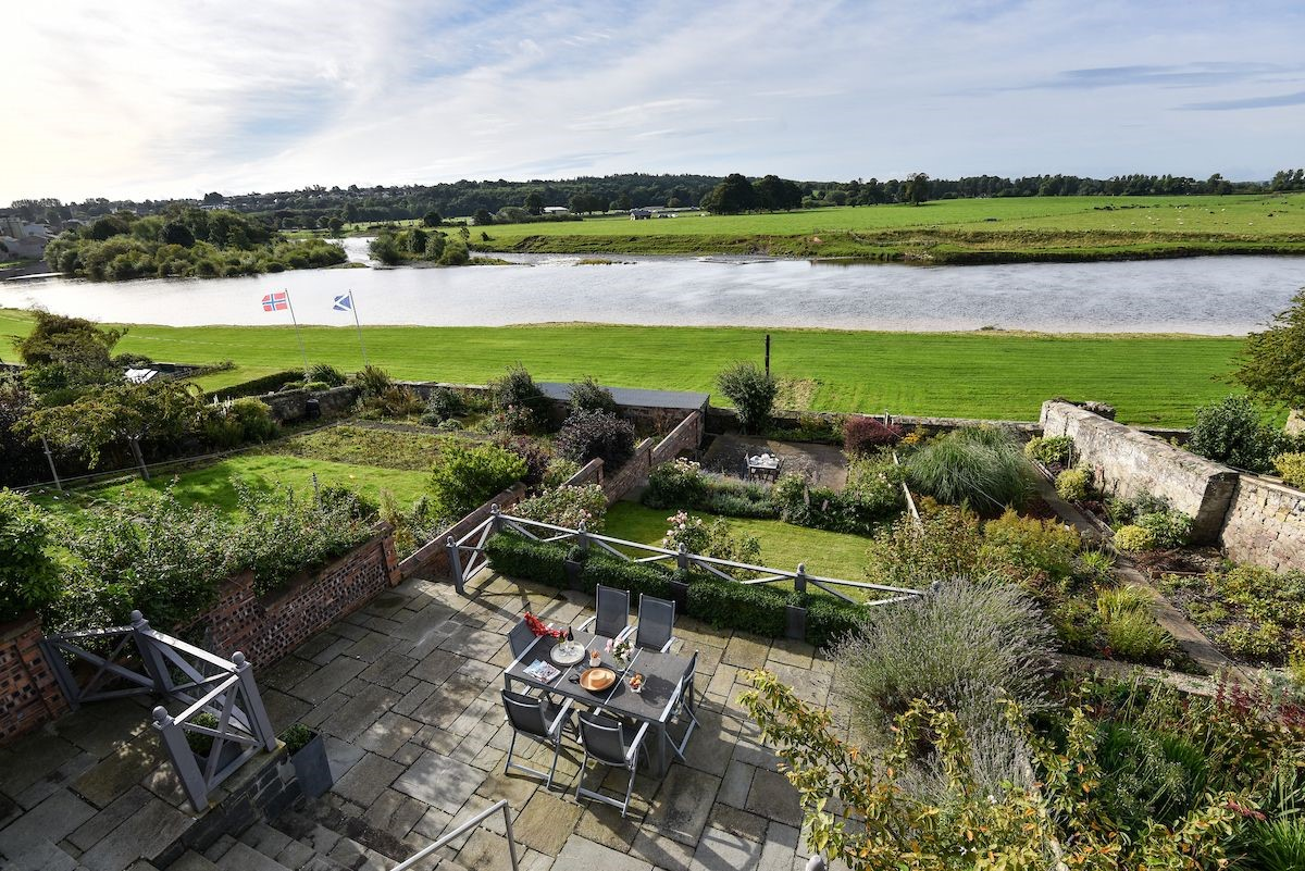Junction House - rear garden with River Tweed views