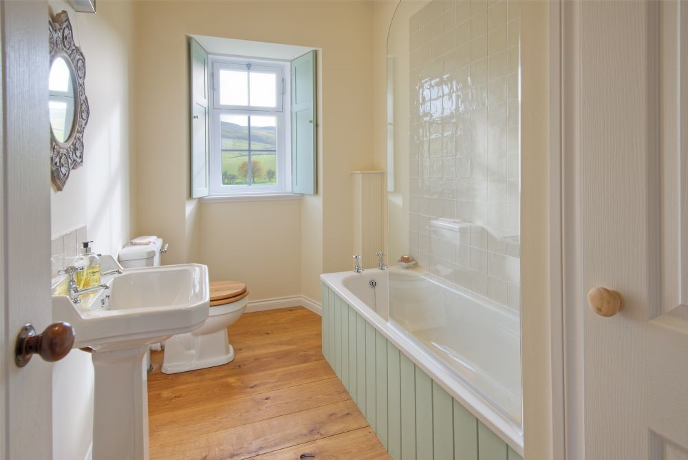 Laundry Cottage - family bathroom