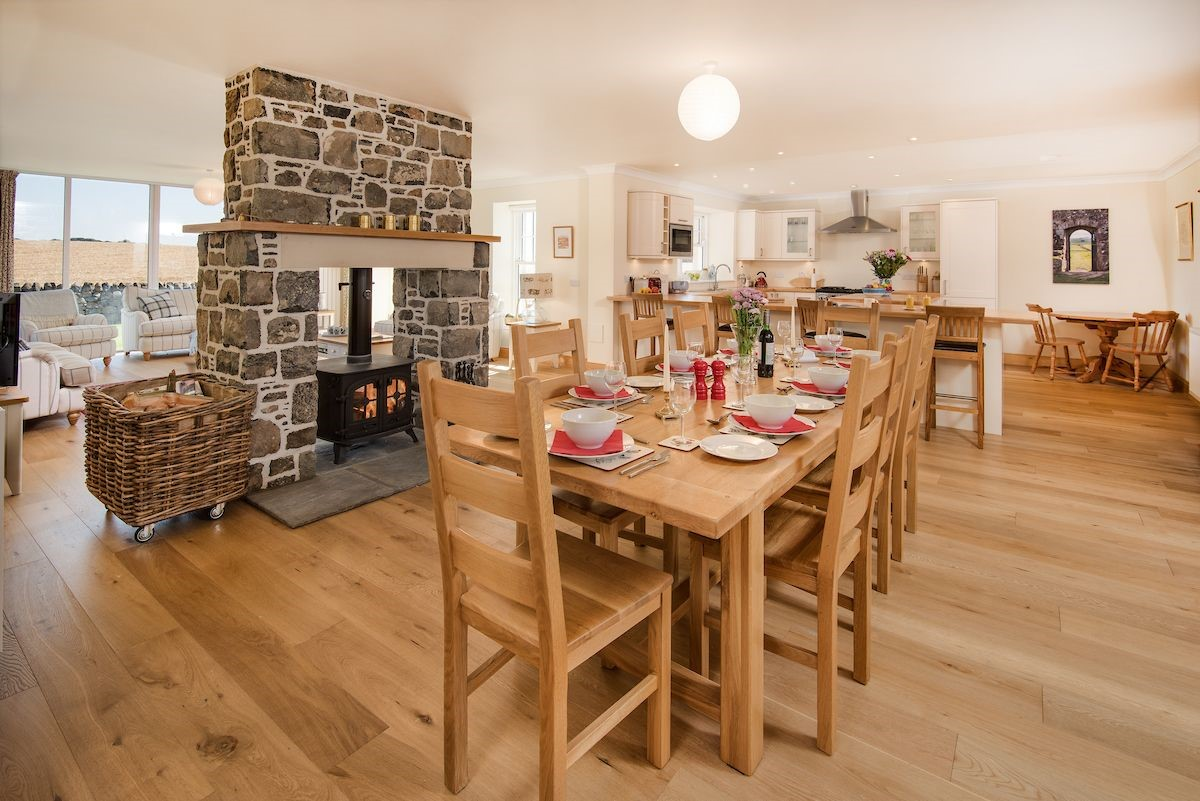 Mill Dowrie - open plan living area with dining table