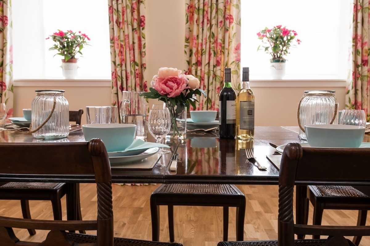 Monteviot Stables West - dining table