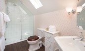 Monteviot Stables West - bedroom one en suite bathroom