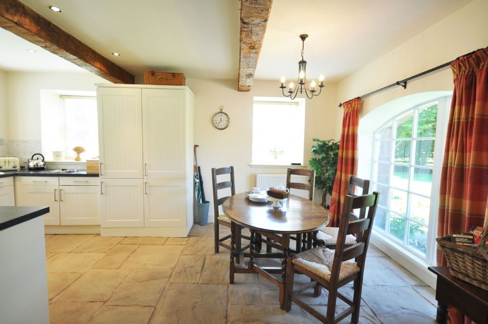 Old Mill Cottage - kitchen & dining area