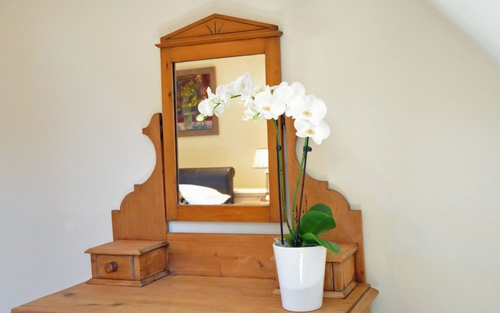 Old Mill Cottage - bedroom one dressing table