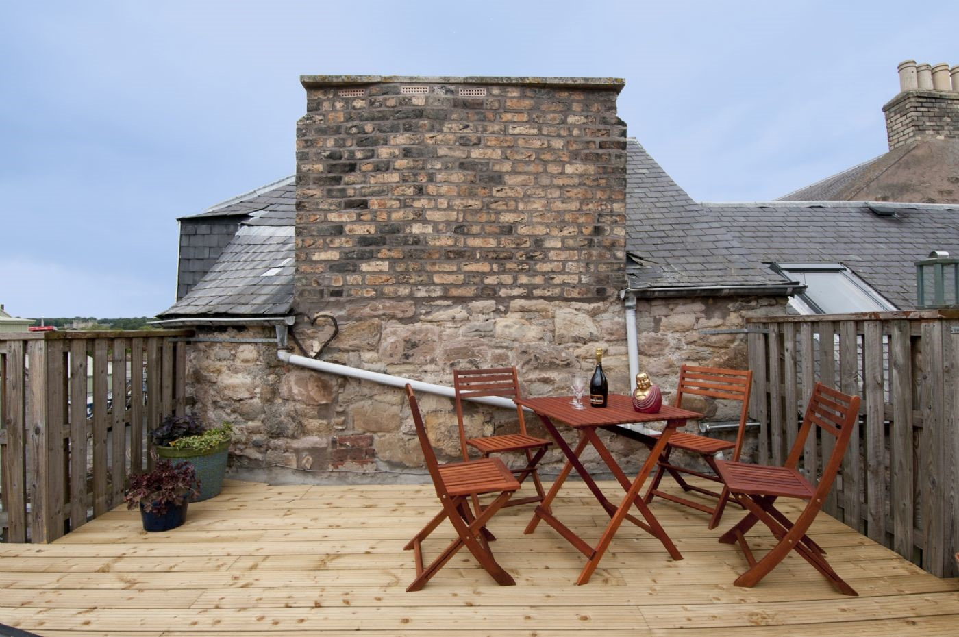 The small private roof terrace offers fantastic views over the rooftops of Kelso to the Tweed, Springwood Park and Floors Castle beyond.