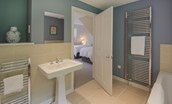 Pathhead Farmhouse - Jack & Jill bathroom