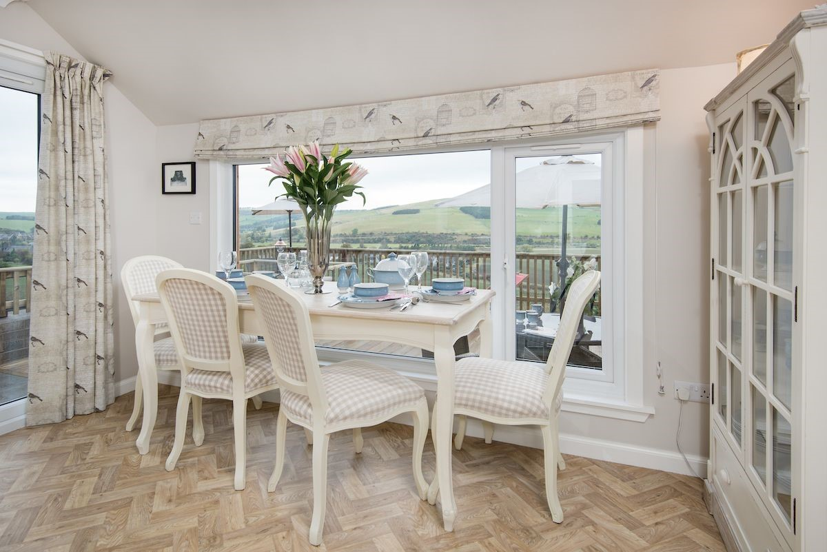 Pennine Way Cottage - dining table