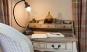 Pennine Way Cottage - desk
