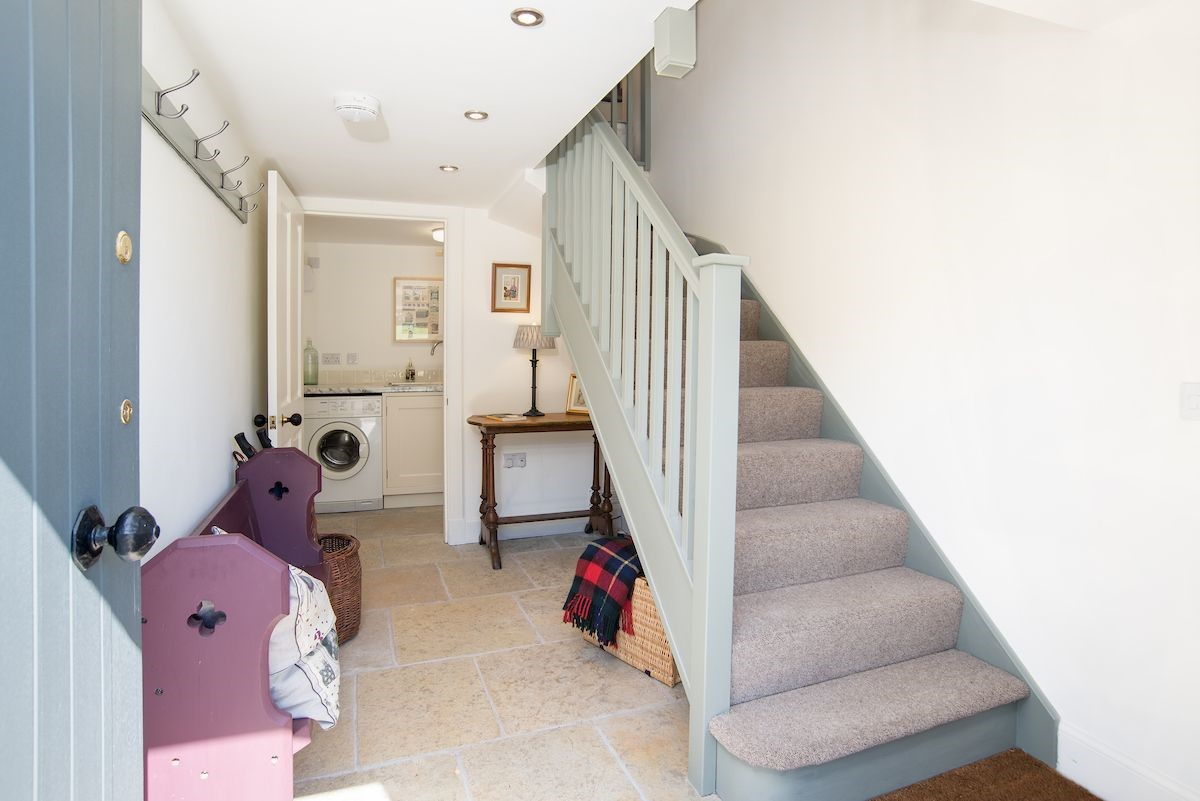 Pigeon Loft - entrance hall & staircase